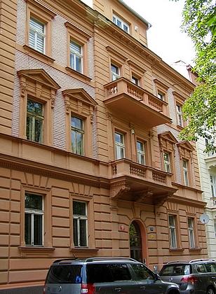 Sům na pražském Smívhově, kde Slawitschek žil, na snímku z roku 2020