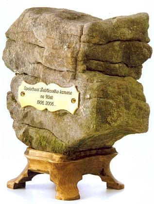"""Ke stému výročí spolku """"Leitersteiner"""" byla roku 2006 založena česká """"Společnost Žebříkového kamene"""""""