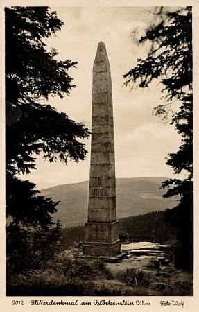 Stifterova jehla na pohlednici krumlovského fotografa Josefa Wolfa