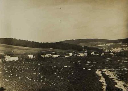 Dolní Markschlag, dnes zcela zaniklá Dolní Hraničná, na snímku z března 1933, vlepeném do téže kroniky
