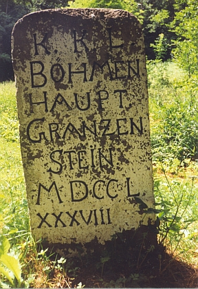 Starý hraniční kámen u zcela zaniklé osady Jasánky