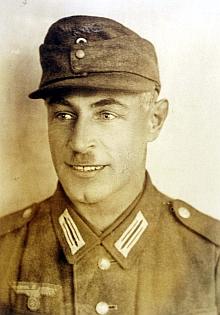 Jeho otec Karl Sonnberger jako sanitář wehrmachtu...