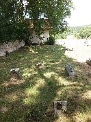 Hřbitov v Pěkné na snímcích z roku 2017