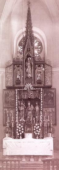 Gotická archa ještě v poutním kostele Panny Marie Sněžné v Kašperských Horách na historickém snímku