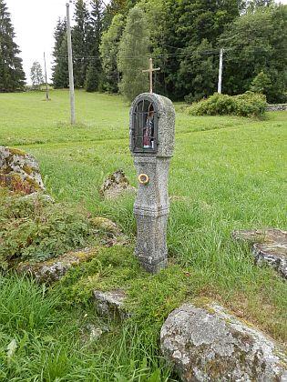 Boží muka při zaniklé osadě Kořenný u cesty na rovněž zaniklé Žlíbky (Röhrenberg)