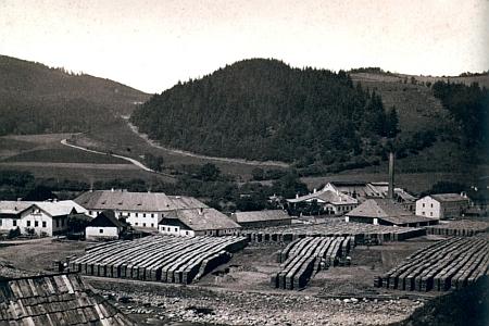 Sklárna v Klášterském Mlýně roku 1885, kdy Max Spaun ovdověl