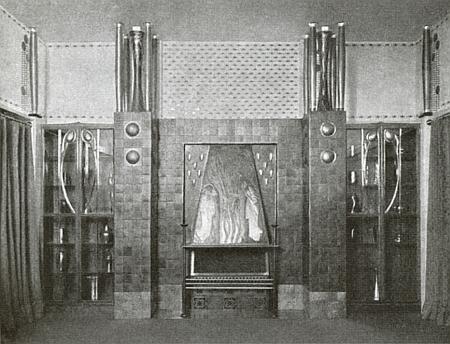 Návrh Leopolda Bauera na prostorové řešení expozice firmy Johann Lötz Wittwe, která byla součástí zimní výstavy Rakouského muzea v roce 1903