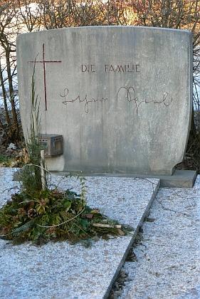 Jeho hrob