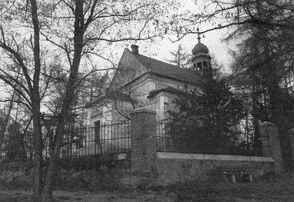 Hřbitovní kostel sv. Anny na vrchu Římek v Bezděkově u Klatov