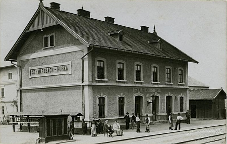 Železniční stanice Černá v Pošumaví-Hůrka na pohlednici Josefa Seidela