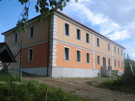Jednou z jeho staveb mimo České Budějovice byl chudobinec v Německém Benešově (dnes Benešov nad Černou)
