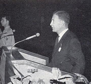 Tady hovoří na velkém setkání německých Šumavanů vPasově 18. července roku 1961