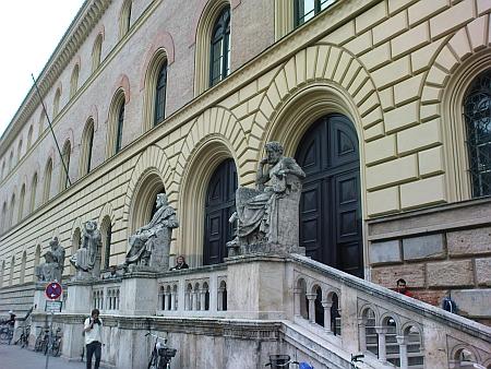 Bavorská státní knihovna v Mnichově, kde byl knihovníkem