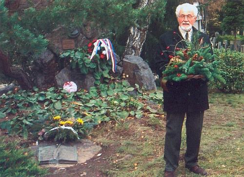 V listopadu 2004 hovoří při slavnostním vysvěcení opraveného hrobu Karla Klostermanna v Plzni