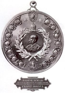 Ukázka práce Stegmannovy firmy - pamětní štít k 50. jubileu panování císaře Františka JosefaI.