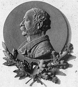 Podle knihy Budějovické hřbitovy jde na rodinné hrobce o autoportrét Johanna Stegmanna z roku 1890