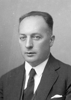 Na snímcích ze Seidelova fotoateléru, datovaných 1. února roku 1937