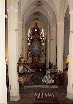 ... a pohled opačným směrem z kůru kostela
