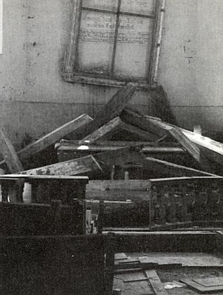 Tyto snímky někdejšího a pozdějšího stavu hlavního oltáře kostela sv. Linharta doprovázely jeho text v krajanském měsíčníku