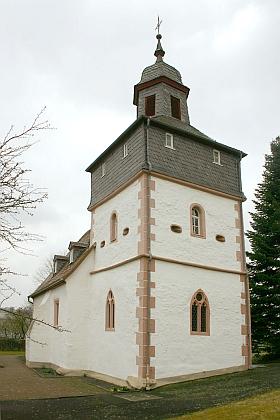 Pozdně gotická věž kostela v hesenské vsi Bindsachsen, místě jeho úmrtí