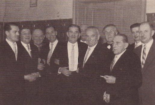 """Na snímku z krajanského """"vimperského"""" plesu v roce 1959 stojí druhý zleva (podle popisky vJihočeské pravdě """"revanšisté shromáždění na"""
