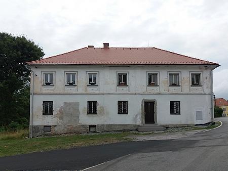 Kostel Nejsvětější Trojice a fara v Hodňově