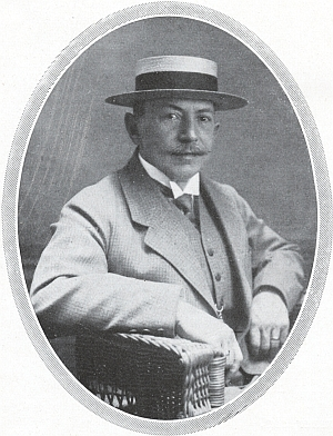 Jeho otec Franz Steinbrener (1863-1928), synovec zakladatele firmy, u níž byl činný 41 let
