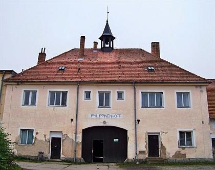 """Philippenhoff, budova bývalé tvrze, později zámečku hraběnky Filipíny Czerninové ve Světví (původně """"Světelství"""" /Zwetlarn/ podle toho, že ves patřila od roku 1279 rakouskému klášteru Zwettl)"""