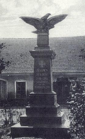 Někdejší památník padlým v první světové válce v Horní Stropnici