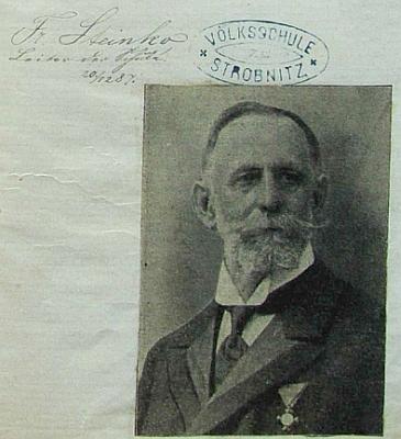 "Razítko jeho ""Volksschule"" tu působí skoro jako aureola (viz i Benno Karlez, Johann Märten, Konrad Leppa, Antonie Pifflová a Hans Waltenberger)"