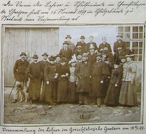 Jeho monumentální zjev v první řadě účastníků shromáždění učitelů soudního okresu Nové Hrady v Horní Stropnici 16. listopadu 1899 v plášti se širokými rukávy lze sotvapřehlédnout
