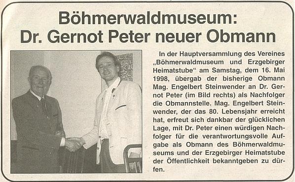 Tady předává Dr. Gernotu Peterovi v roce 1998 vídeňské Muzeum Šumavy