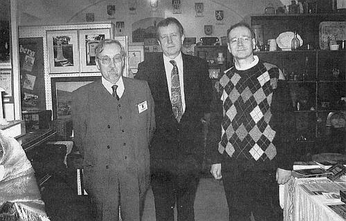 V prostorách Šumavského muzea ve Vídni se v prosinci 2007 sešli Franz Kreuss za Böhmerwaldbund Wien, Peter Barton, vedoucí Sudetoněmecké kanceláře v Praze, zcela vpravo pak stojící muzejní správce Gernot Peter