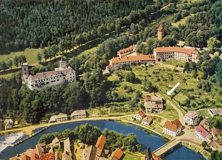 ... a na celkovém záběru města a hradu ze šedesátých let dvacátého století