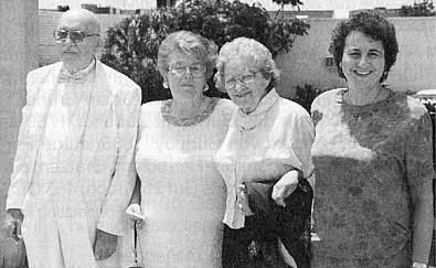 S neteří, manželkou a dcerou o svých 85. narozeninách v Pompano Beach na Floridě, USA