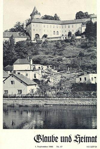 Ruiny synagogy v Rožmberku nad Vltavou na obálce měsíčníku Glaube und Heimat (1966), kdy byl v červnu toho roku snímek pořízen