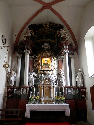 Oltář doudlebského kostela