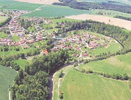 Letecký pohled na Doudleby od severovýchodu