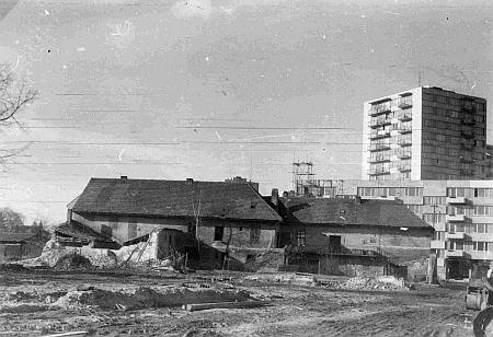 Zánik dvoru po Holanských v rámci asanace českobudějovického Starého města na začátku sedmdesátých let 20. století