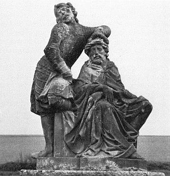 Takto zachytil roku 1970 vlastním fotoaparátem sochy s námětem bičování Krista a jeho korunování trnovou korunou na cestě ke dnes vyrabovanému kostelu sv. Anny na Vršíčku u Horšovského Týna