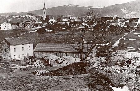 Hauzenberg, kde také působil, na pohlednici z dvacátých let 20. století