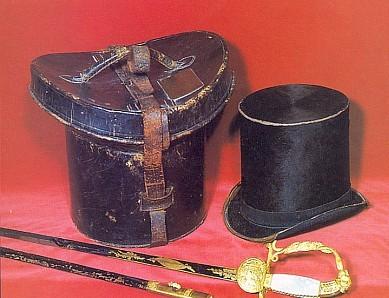 Kordík dvorního rady Stiftera a jeho cylindr s krabicí