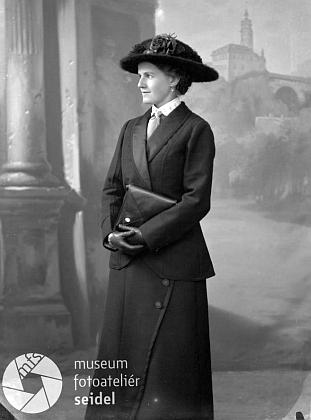 Na snímku z fotoateliéru Seidel, datovaném 29. listopadu roku 1914