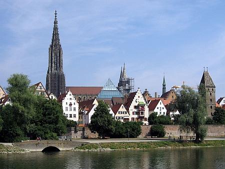 Bádensko-württemberské město Ulm, kde žil a je pochován