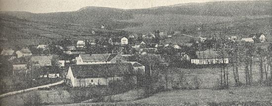 ... a otcovo rodiště Mnichov (Münchsdorf) při obou březích Pivoňky, jehož je Pivoň částí