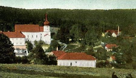 Rodná Pivoň na staré kolorované pohlednici...