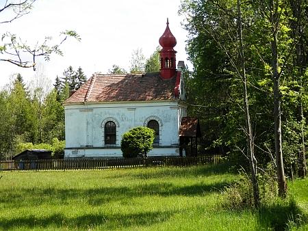 Kaple sv. Jana Nepomuckého z 19. století v Jiříkově Údolí, po poválečné devastaci byla opravena soukromými majiteli a slouží jako rekreační dům