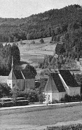 Snímek loučovických kaplí sv. Prokopa a Oldřicha provází nepodepsaný (ne její ovšem) text o nich v krajanském měsíčníku (viz i Rudolf Barth a Michael Wollner)