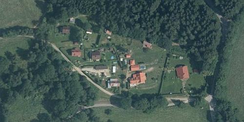 Proměna obce Zahrádky, zachycená na leteckých snímcích z let 1952 a 2011