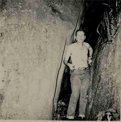 V jeskyni Caracas, Rovníková Guinea, v roce 1967